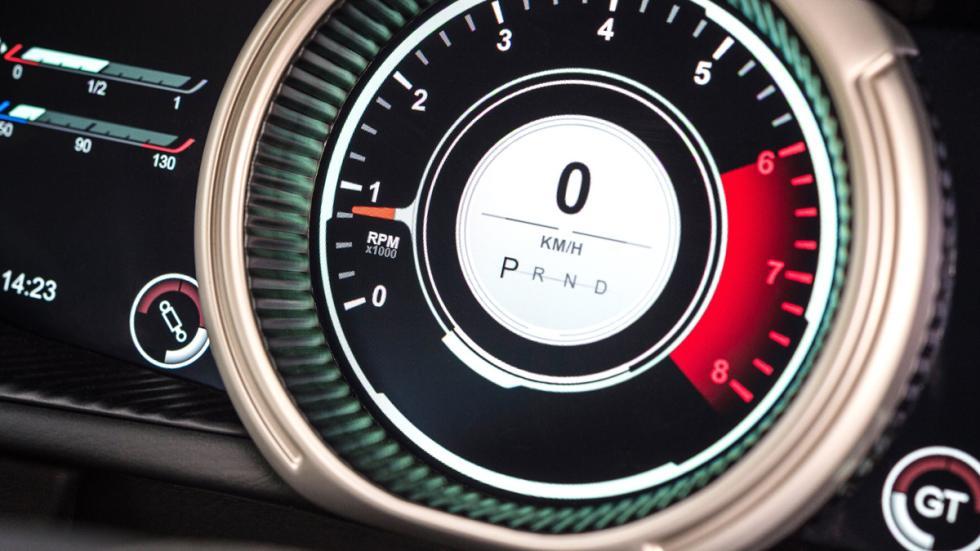 Aston Martin DB11 2016 tacómetro