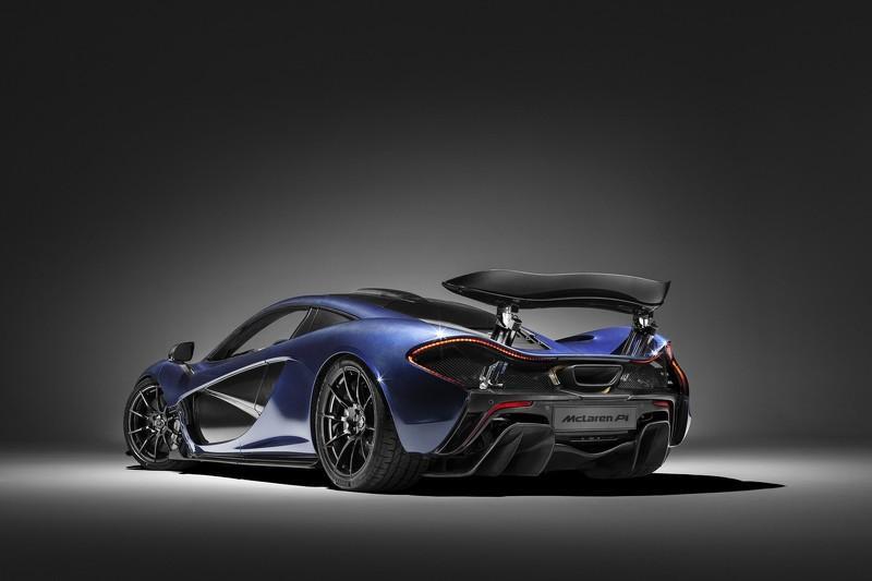 McLaren P1 de fibra de carbono tres cuartos traseros