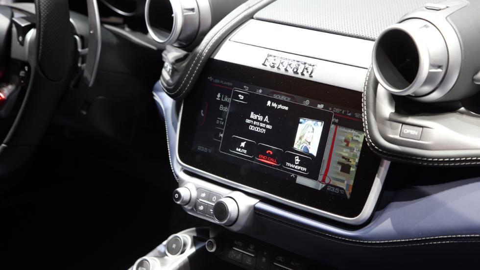 Ferrari GTC4Lusso 2016 navegador