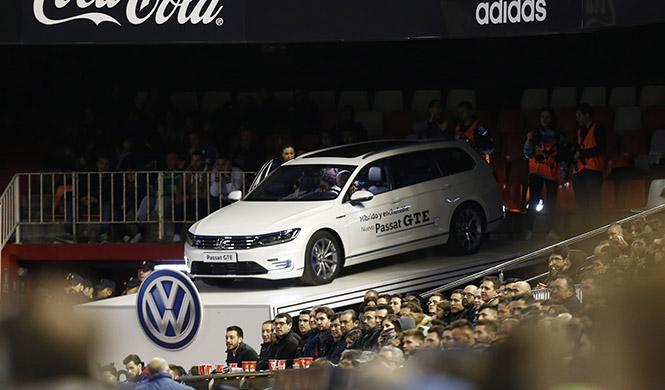 Volkswagen Passat palco en Mestalla 3