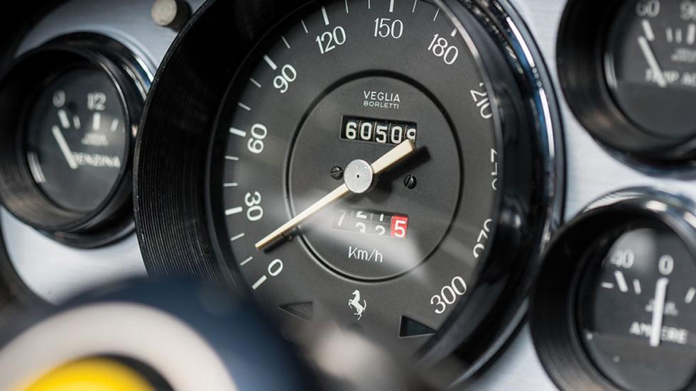 Ferrari 365 GTS/4 Daytona Spider subasta velocímetro