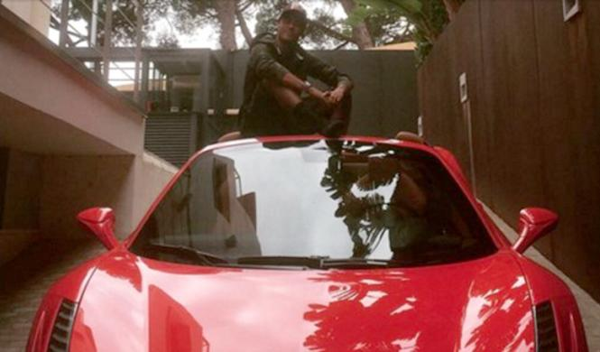 Neymar va a entrenar en su Ferrari 458 Spider