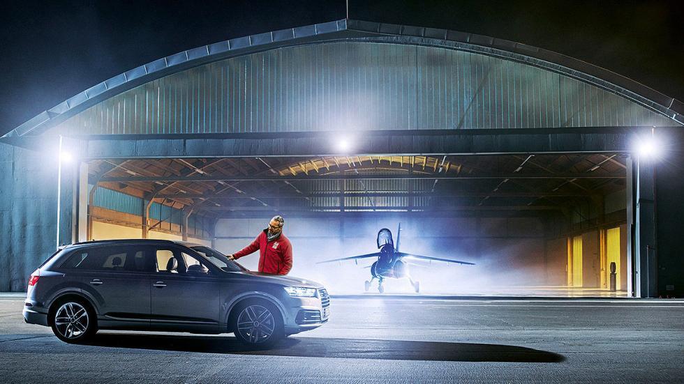 3 Audi SQ7 contra un avión a reacción