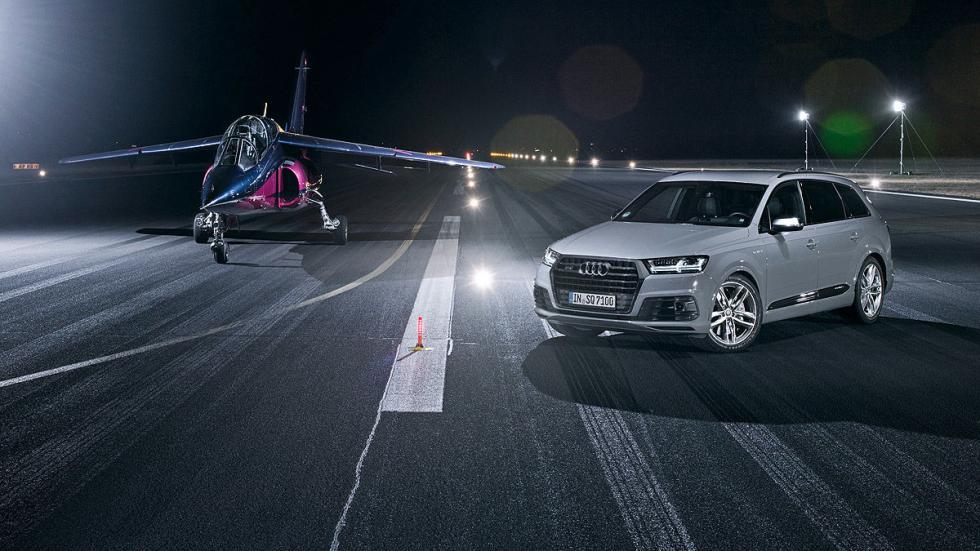 7 Audi SQ7 contra un avión a reacción
