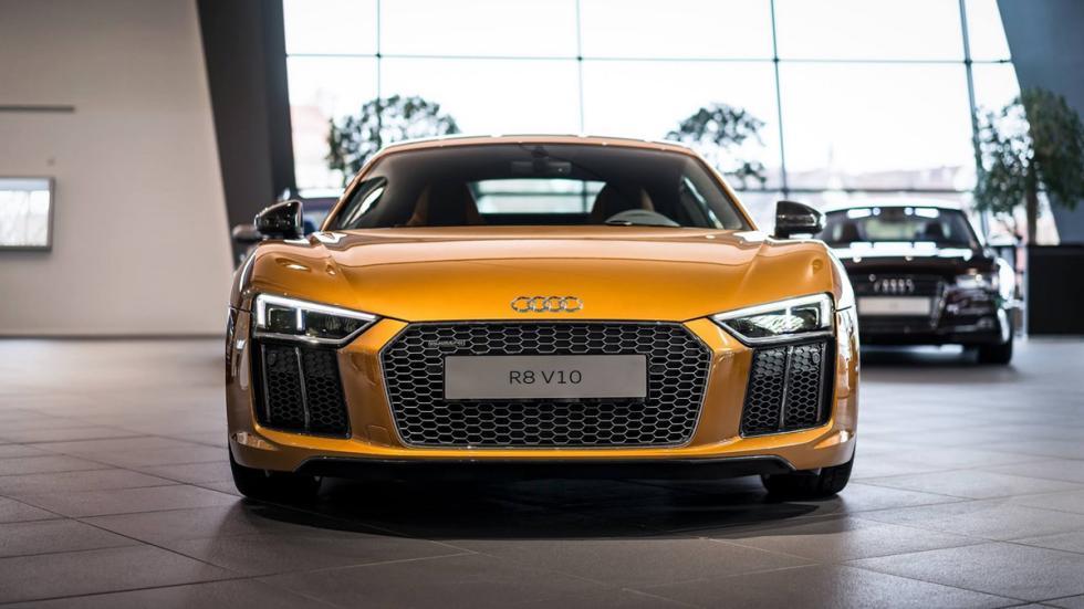 Audi R8 V10 plus personalizado por Audi Exclusive morro