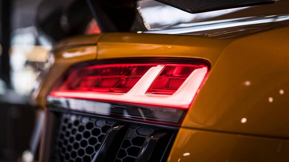 Audi R8 V10 plus personalizado por Audi Exclusive piloto