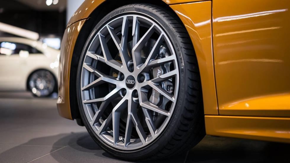 Audi R8 V10 plus personalizado por Audi Exclusive llanta