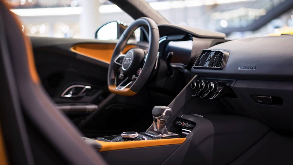 Audi R8 V10 plus personalizado por Audi Exclusive interior