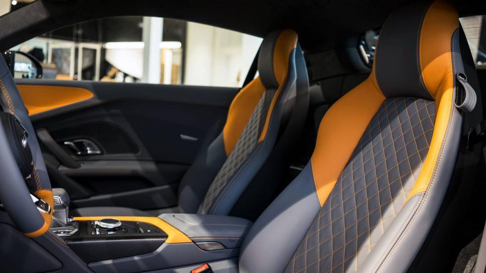 Audi R8 V10 plus personalizado por Audi Exclusive asientos