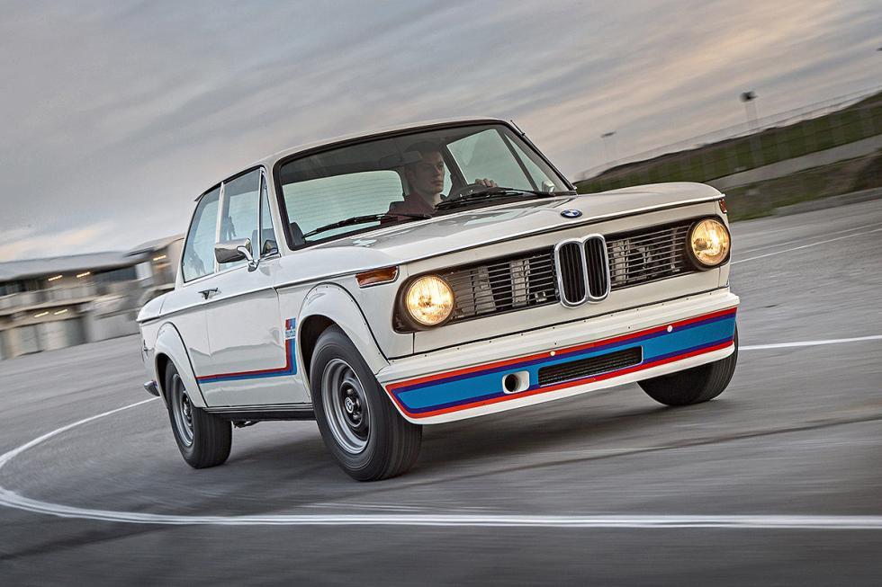 3 Duelo de ayer y hoy: BMW M2 vs BMW 2002 turbo
