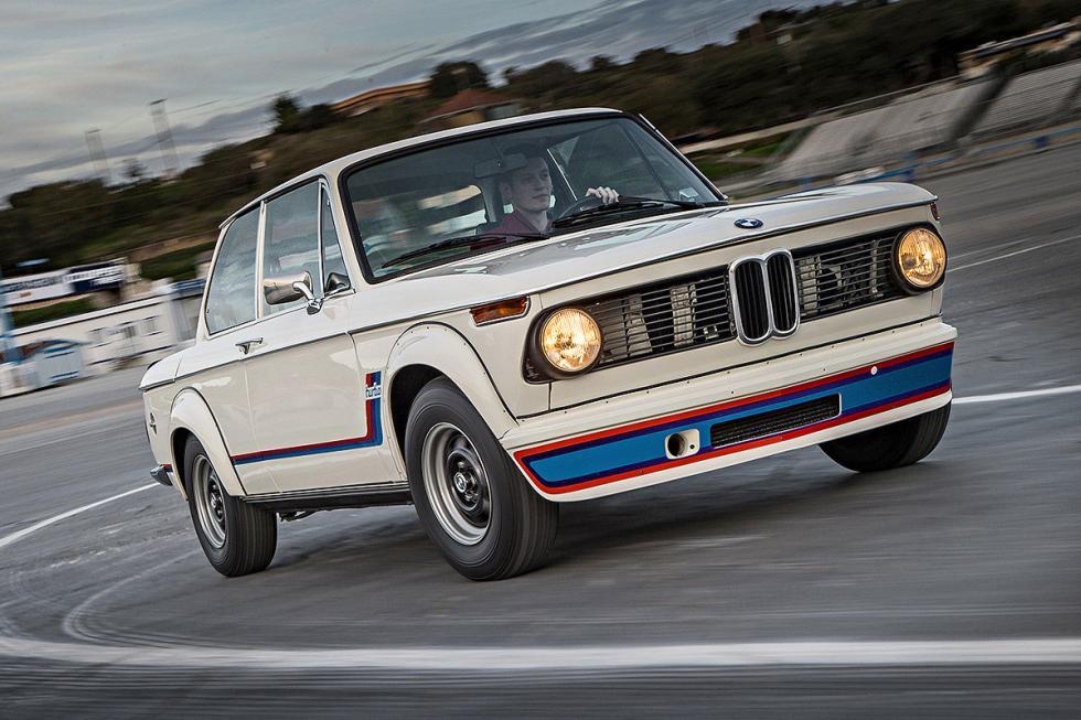 5 Duelo de ayer y hoy: BMW M2 vs BMW 2002 turbo