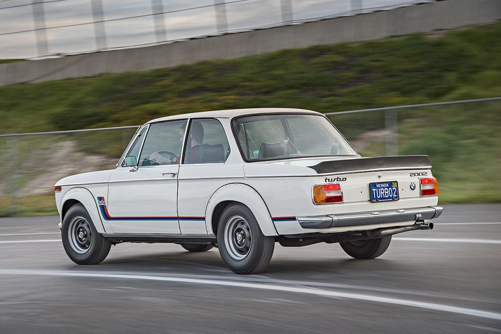 7 Duelo de ayer y hoy: BMW M2 vs BMW 2002 turbo