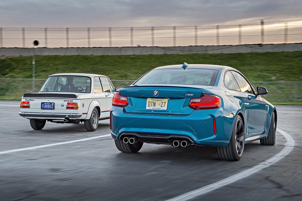 23 Duelo de ayer y hoy: BMW M2 vs BMW 2002 turbo