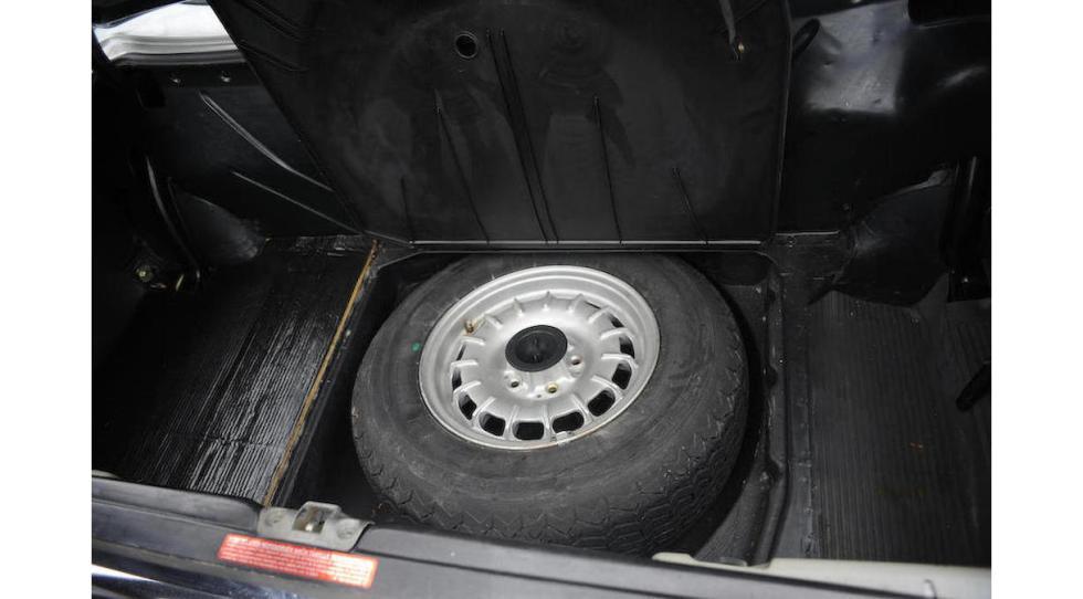 Mercedes SL del dictador rumano Ceausescu rueda repuesto