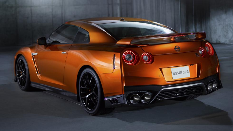 Nissan GT-R 2017 parte trasera