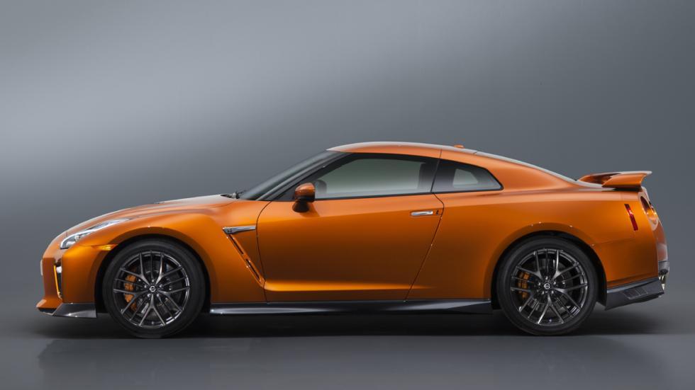 Nissan GT-R 2017 perfil