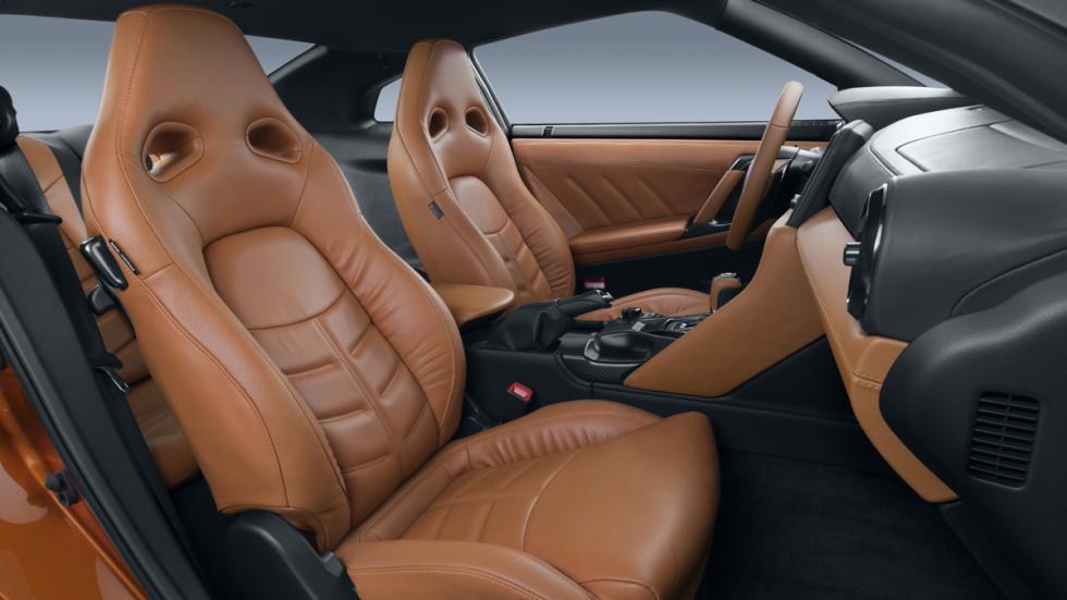 Nissan GT-R 2017 asientos