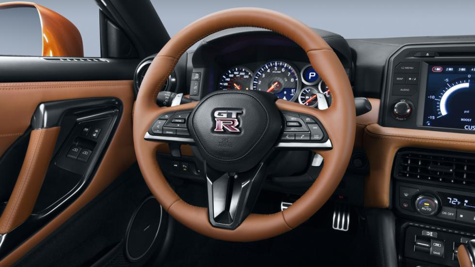 Nissan GT-R 2017 detalle volante