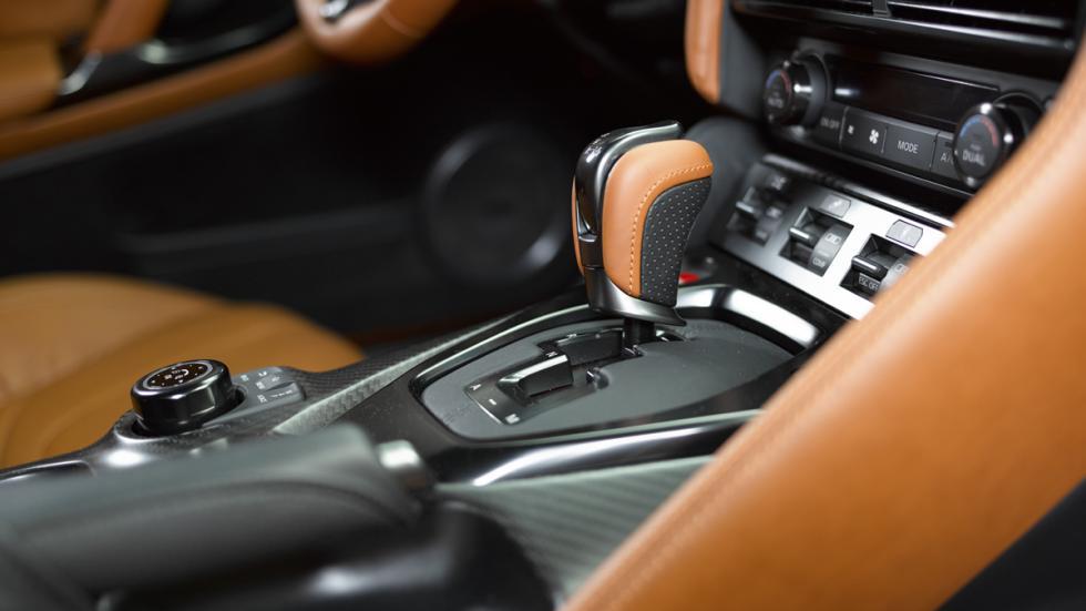 Nissan GT-R 2017 detalle consola central