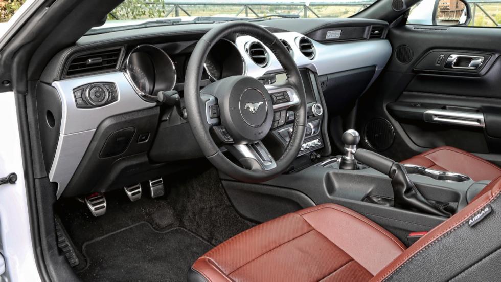 Ford Mustang salpicadero