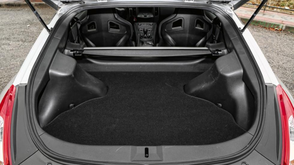 Nissan 370Z maletero