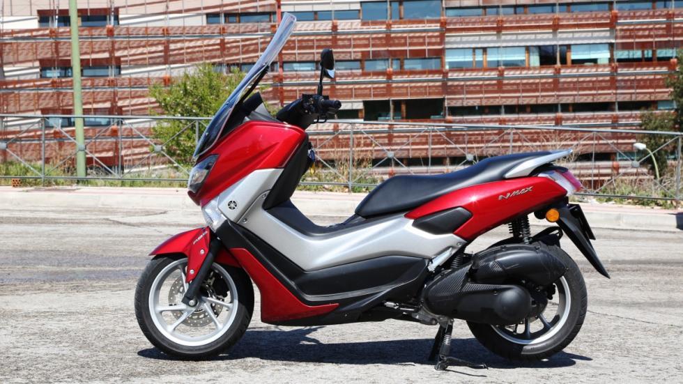Prueba-Yamaha-N-Max-125-2016-estática-lateral