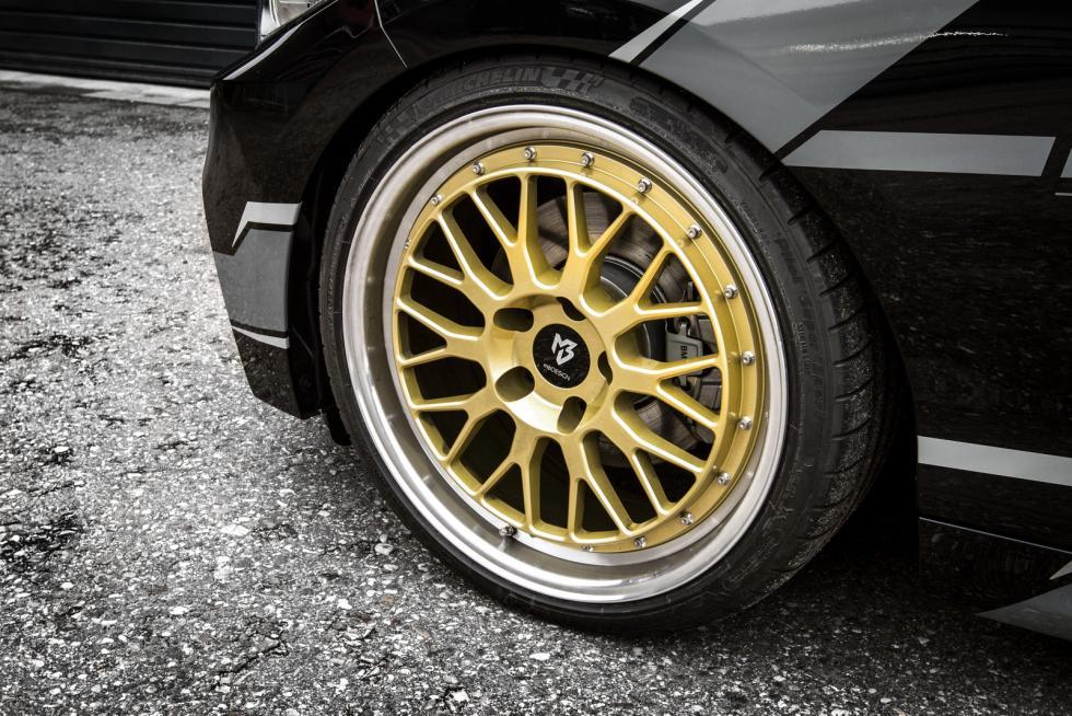 BMW 220i 'tuneado' llanta