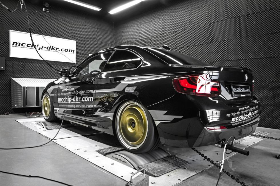 BMW 220i 'tuneado' tres cuartos traseros