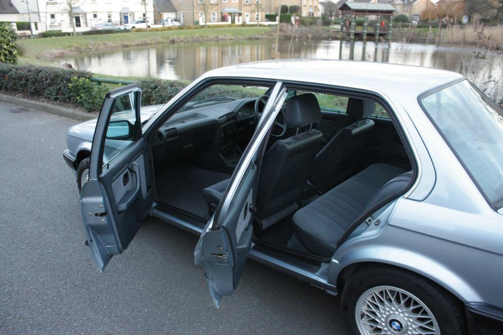 BMW E30 325i tres cuartos traseros