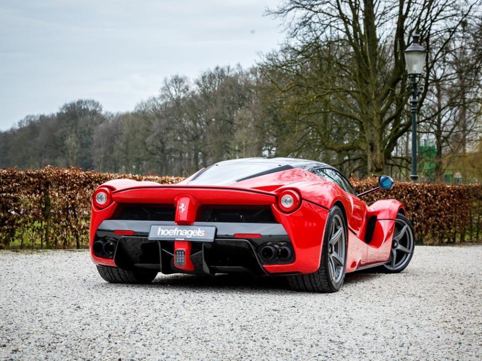 Ferrari LaFerrari tres cuartos traseros
