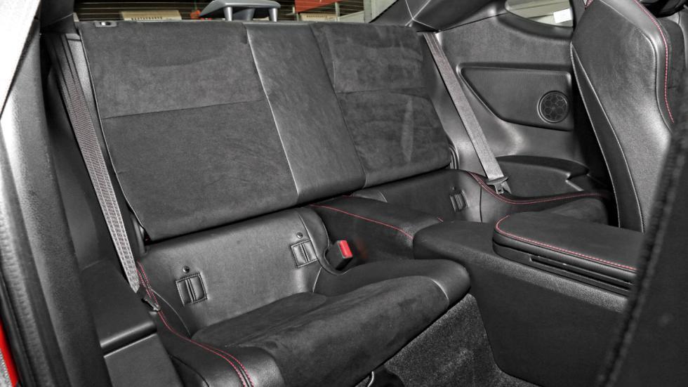 Toyota-GT86-plazas-traseras
