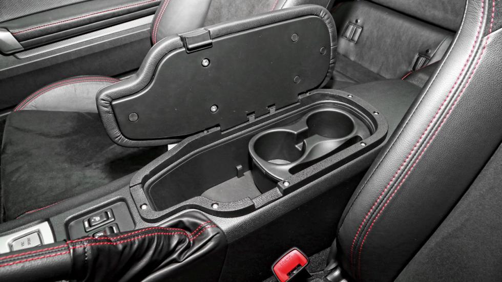 Toyota-GT86-huecos-asientos