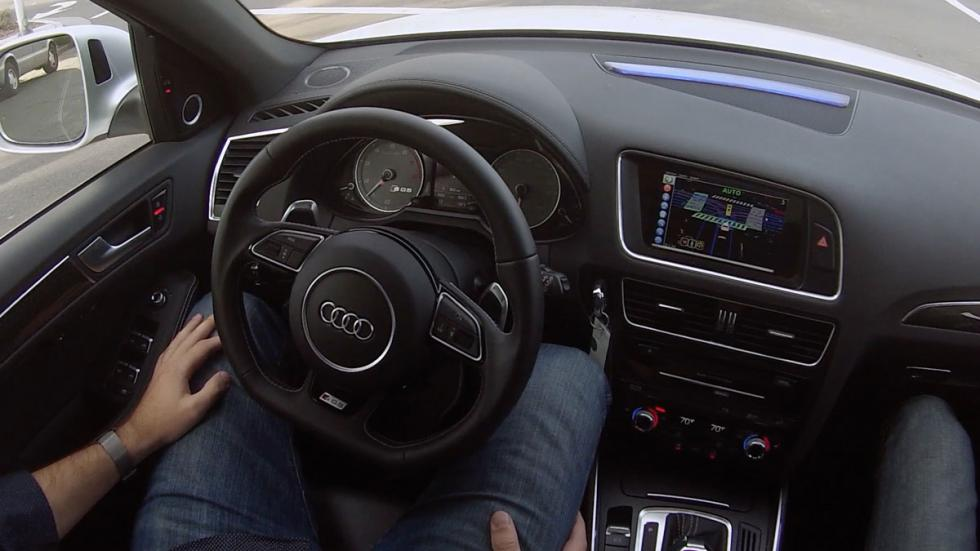 Audi SQ5 autónomo volante