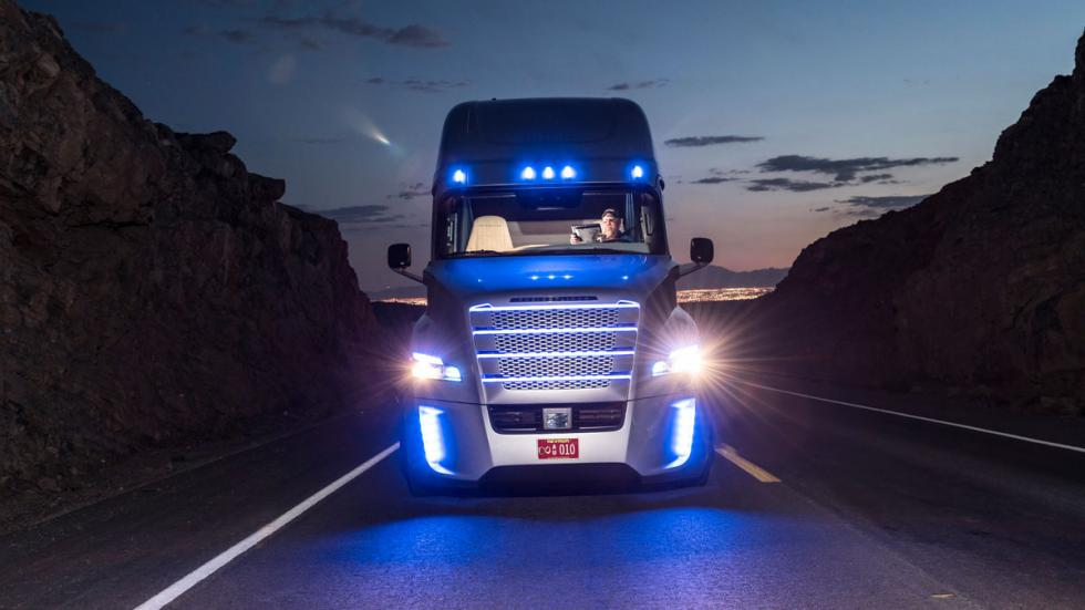 Freightliner Inspiration camión autonomo luces