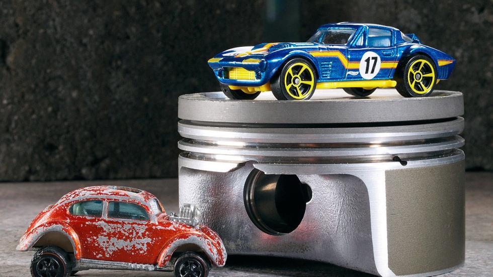 Corvette Grand Sport (dcha.)
