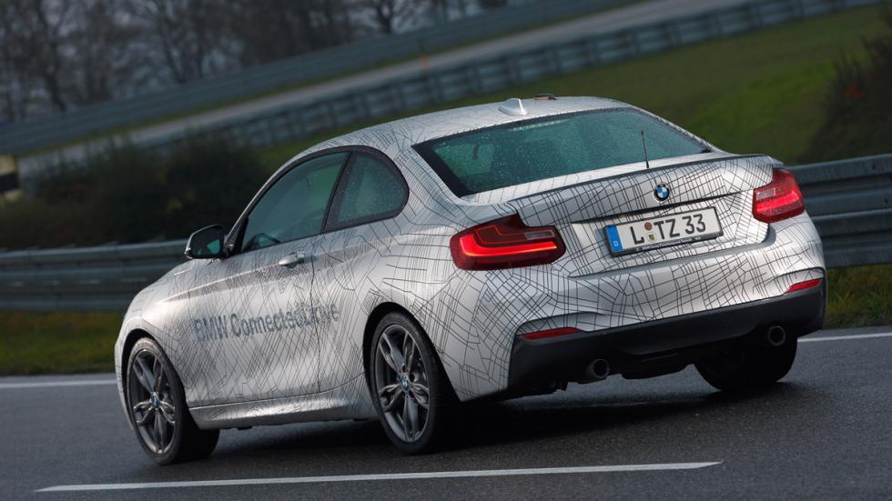 Coche autónomo de BMW vista trasera