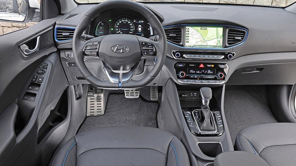 Hyundai Ioniq interior volante