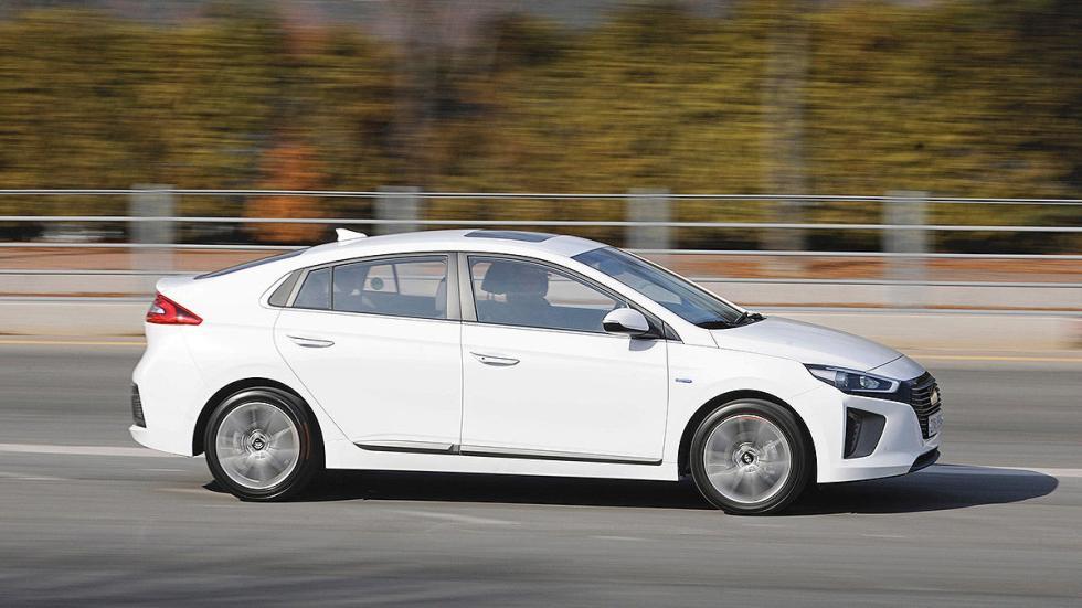 Hyundai Ioniq lateral