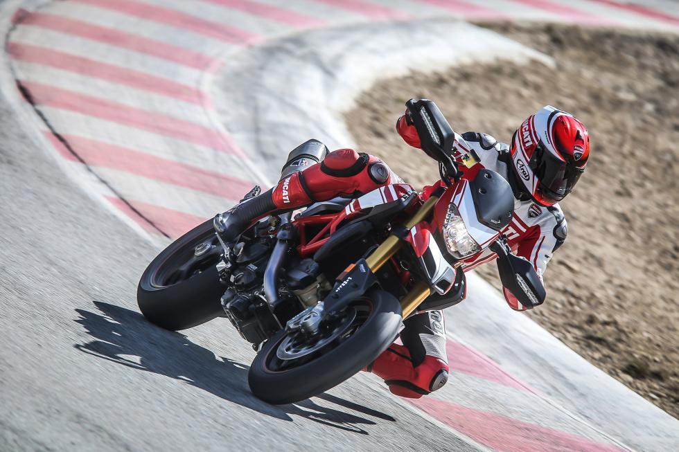 Ducati-Hypermotard-939-2