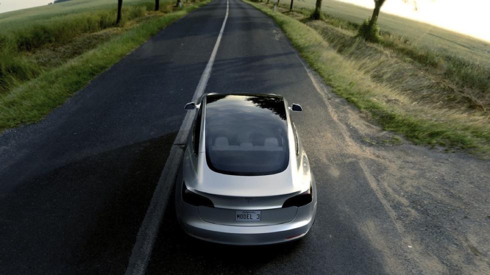 Tesla Model 3 trasera