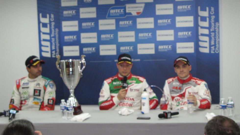 los tres primeros clasificados de la carrera inicial del wtcc 2016