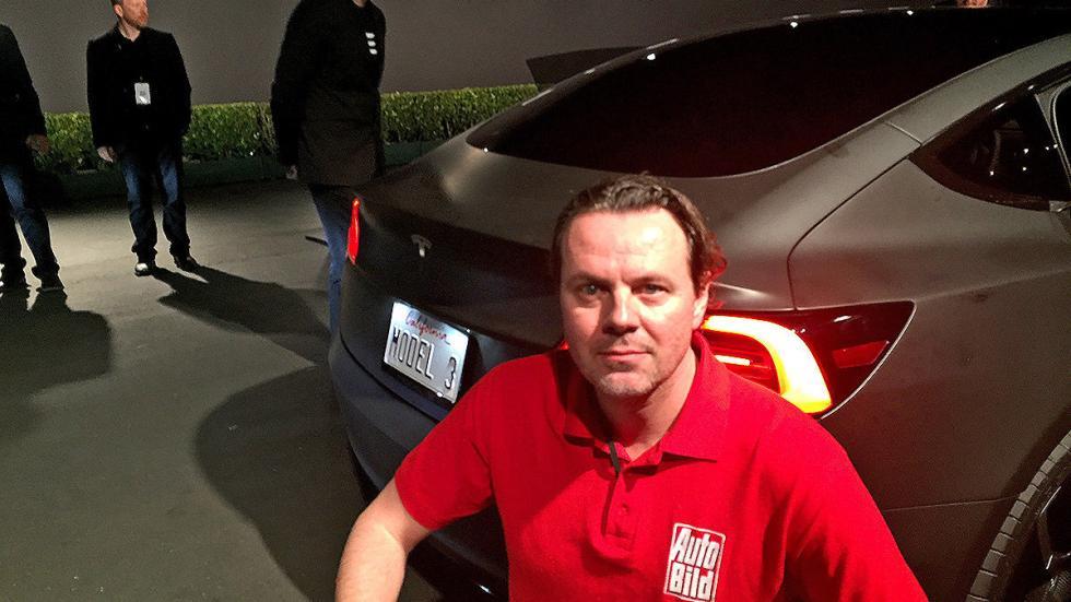 Tesla Model 3 redactor presentación zaga