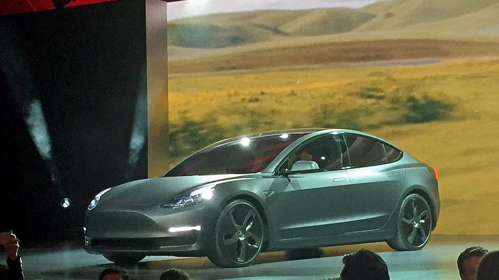 Tesla Model 3 redactor presentación morro