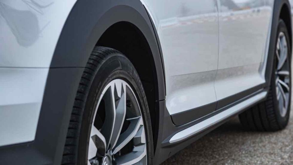 Audi A4 allroad 2016 aleta rueda