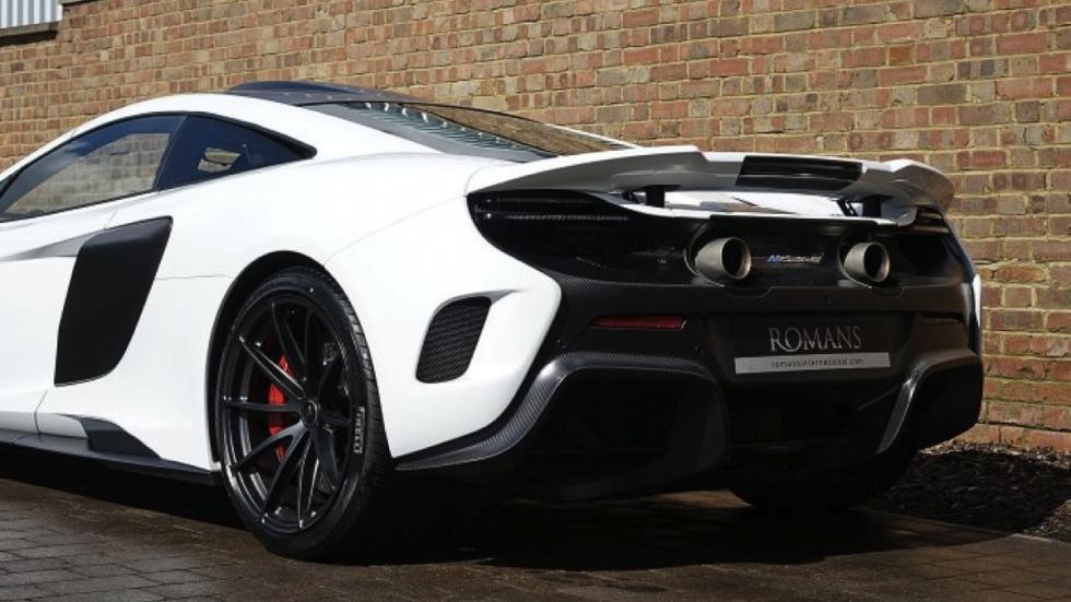 McLaren 675LT White Silica trasera