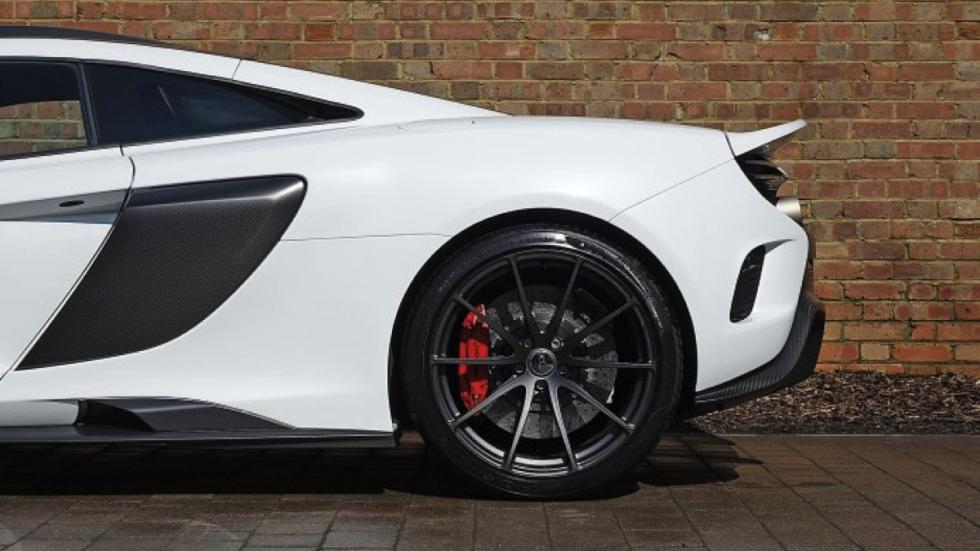 McLaren 675LT White Silica ruedas traseras