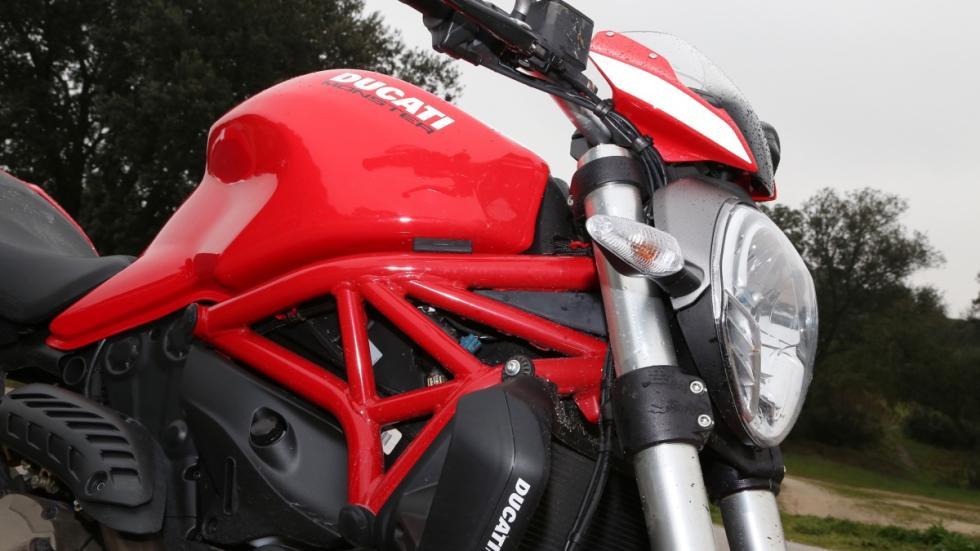 Prueba-Ducati-Monster-821-Stripe-2016-chasis-tubular