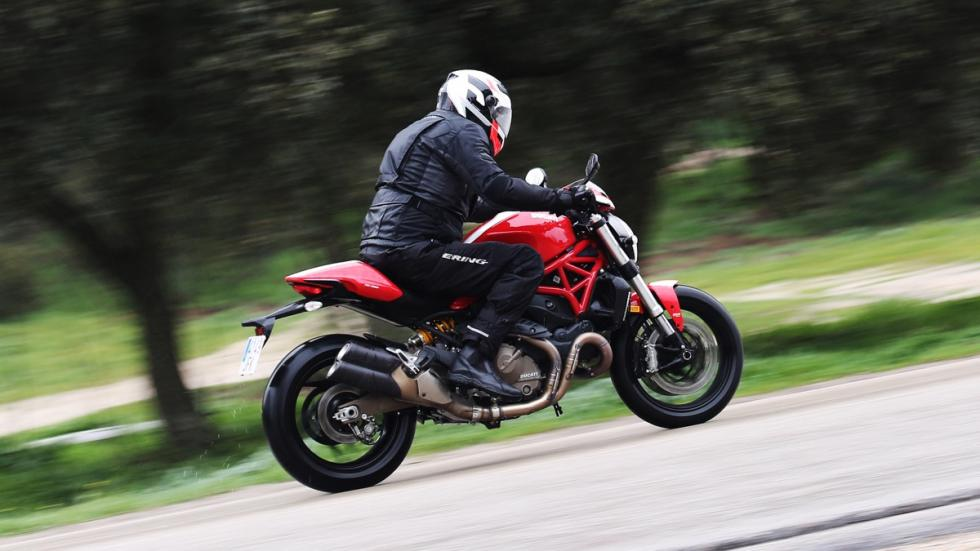 Prueba-Ducati-Monster-821-Stripe-2016-guardabarros