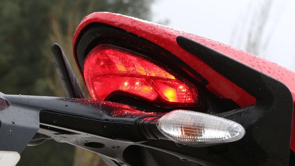 Prueba-Ducati-Monster-821-Stripe-2016-piloto-trasero