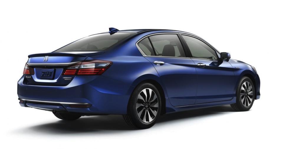 Honda Accord Hybrid trasera